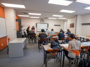 Oxford-International-Toronto-Campus-Classroom1